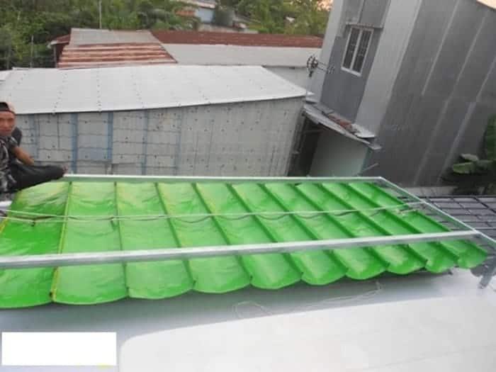 Chất liệu nhựa sóng tổng hợp có giá thành rẻ, độ bền cao